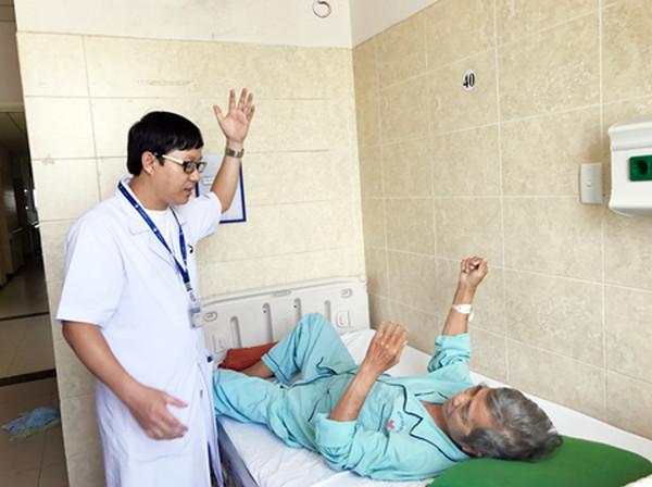 Dịch vụ Tập Vật lý Trị liệu Tại Nhà Cho Người lớn Tuổi
